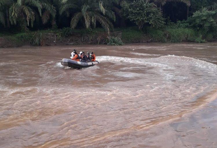 Proses pencarian korban tenggelam, Minggu (05/07). (fornews.co / rif)
