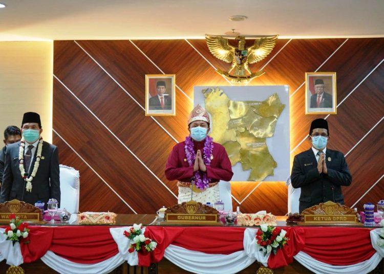 Gubernur Sumsel Herman Deru saat menghadiri rapat paripurna ke II masa sidang ke I tahun 2020 DPRD Kota Prabumulih dalam rangka memperingati HUT ke-19 Kota Prabumulih, Sabtu (17/10). (fornews.co/humas provinsi sumsel)