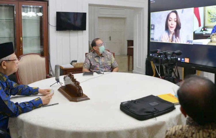 Wapres Ma'ruf Amin melakukan wawancara virtual dengan Jubir Satgas COVID-19 dr. Reisa, Jumat (16/10) (fornews.co/foto: KIP – Setwapres)
