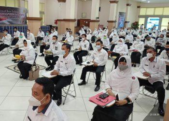 Para Kepala Madrasah se-Sumsel mengikuti pembukaan Ujian Kompetensi Pemetaan Jabatan Kepala Madrasah di Gedung Graha Politeknik Sriwijaya Palembang, Senin (25/1/2021). (fornews.co/humas kemenag sumsel)