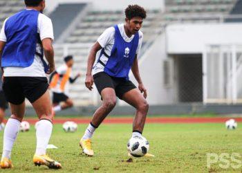 Penyerang Timnas Indonesia U23 Braif Fatari berlatih di lapangan D, Komplek GBK, Senayan, Jakarta. (fornews.co/pssi)