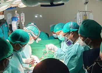 Tim dokter RSUD Sekayu kembali melakukan operasi jantung terbuka kepada dua pasien, Sabtu (27/3/2021). (fornews.co/humas pemkab muba)