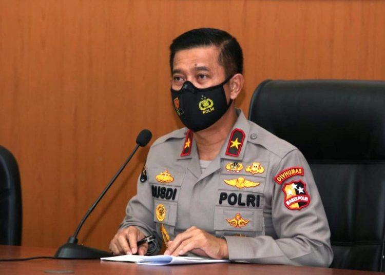 Karopenmas Divisi Humas Polri Brigjen Rusdi Hartono saat memberikan keterangan pers di RS Polri Kramatjati, Jakarta Timur, Selasa (2/3/2021). (fornews.co/humas polri)