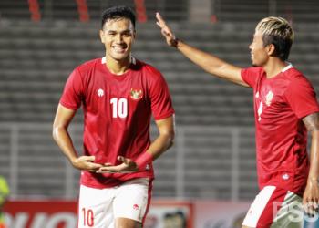 Striker Timnas Indonesia U23 Muhammad Rafli melakukan selebrasi usai mencetak gol ke gawang PS Tira Persikabo pada laga uji coba di Stadion Madya, Jakarta, Jumat malam (5/3/2021). (fornews.co/pssi)