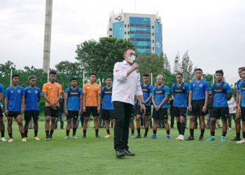 Ketua Umum PSSI Mochamad Iriawan memberi semangat kepada para pemain Timnas U23 di Komplek GBK, Senayan, Jakarta. (fornews.co/pssi)