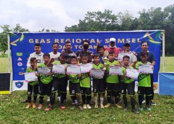 SSB Arepo keluar sebagai juara turnamen sepak bola GEAS Regional Sumatra Selatan U11, Sabtu (13/3/2021). (fornews.co/ist)