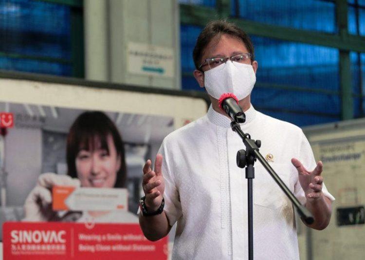 Menkes RI Budi Gunadi Sadikin memberikan keterangan pers menyambut kedatangan vaksin Covid-19 tahap ke-8, di Bandara Soekarno Hatta, Tangerang, Banten, Minggu (18/4/2021). (fornews.co/bkpm kemenkes)