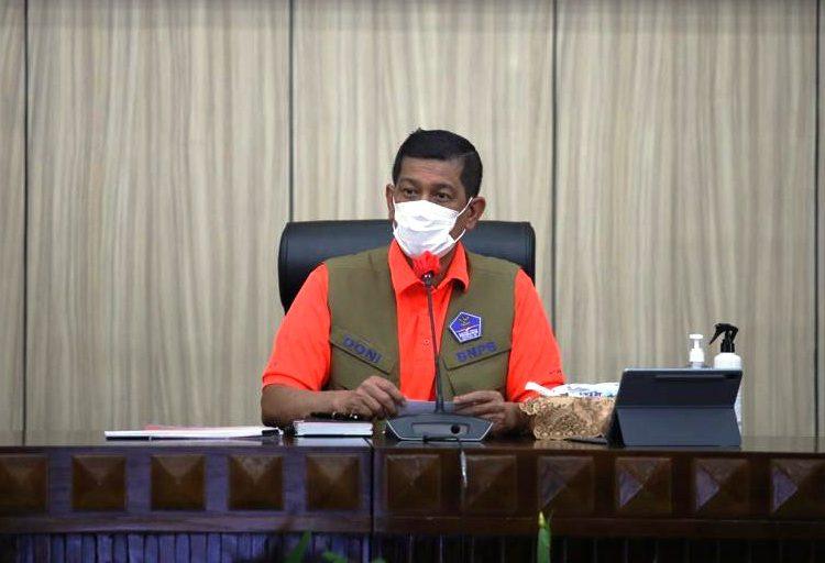 Kepala BNPB sekaligus Ketua Satgas Penanganan Covid-19 Letjen Doni Monardo memberi arahan dalam rapat koordinasi di Kantor Gubernur Bengkulu, Bengkulu, Jumat (16/4/2021). (fornews.co/bnpb/danung arifin)