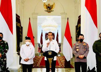Presiden Jokowi saat memberi keterangan pers di Istana Merdeka, Senin (26/04/2021). (fornews.co/foto: BPMI Setpres)