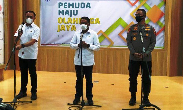 Ketua Umum PSSI Mochamad Iriawan, Menpora RI Zainudin Amali, dan Asops Kapolri Irjen Imam Sugianto memberikan keterangan usai rapat evaluasi Piala Menpora 2021, Selasa (27/4/2021). (fornews.co/humas polri)
