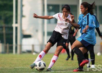 Pemain Timnas Wanita Indonesia saat menggelar uji coba dengan tim lokal belum lama ini. (fornews.co/pssi)