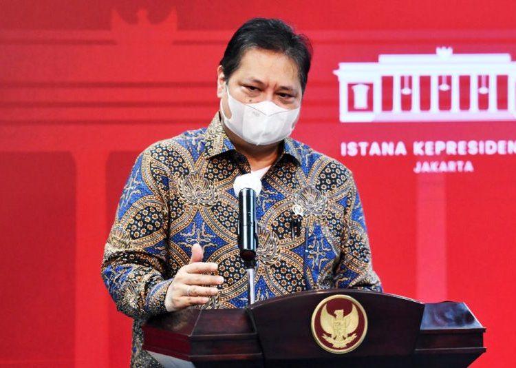 Ketua Komite Penanganan Covid-19 dan Pemulihan Ekonomi Nasional (KPCPEN) Airlangga Hartarto memberikan keterangan pers usai mengikuti Rapat Terbatas mengenai Penanganan Pandemi Covid-19, di Jakarta, Senin (24/5/2021). (fornews.co/humas setkab/rahmat)