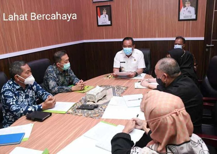 Bupati Lahat Cik Ujang saat menerima kunjungan manajemen STIK Bina Husada Palembang dalam rangka penjajakan kerja sama kedua belah pihak, Kamis (6/5/2021). (fornews.co/kominfo lahat)