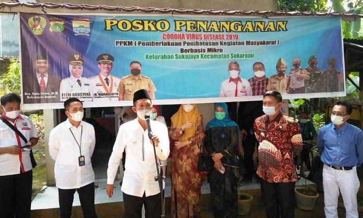 Wali Kota Palembang Harnojoyo memberikan keterangan seputar penanganan Covid-19 saat meninjau Posko PPKM di Kelurahan Sukajaya, Kecamatan Sukarami, Kamis (20/5/2021). (fornews.co/bakohumas palembang)
