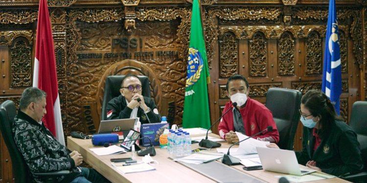 Ketua Umum PSSI Mochamad Iriawan saat memimpin rapat Exco yang digelar secara virtual, Senin (3/5/2021). (fornews.co/pssi)