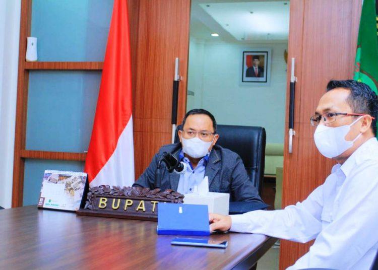 Bupati Muba Dodi Reza Alex saat mengikuti Rakor Penanganan Covid-19 bersama Mendagri Muhammad Tito Karnavian secara virtual, Senin (3/5/2021). (fornews.co/humas pemkab muba)