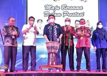 Gubernur Sumsel, Herman Deru, saat membuka LKS SMK Tingkat Provinsi Sumsel, di Gedung Asrama Haji Palembang, Rabu (9/6).(fornews.co/humas pemprov sumsel)