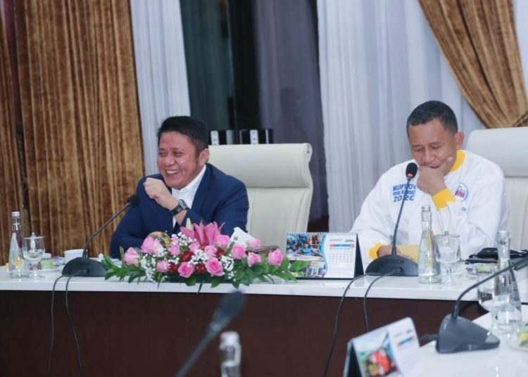 Gubernur Sumsel Herman Deru saat menerima pengurus PBVSI Sumsel yang diketuai Kapolda Sumsel, Irjen Pol Prof. Dr. Eko Indra Heri S. MM, di Griya Agung, Selasa (15/6/2021). (fornews.co/humas pemprov sumsel)