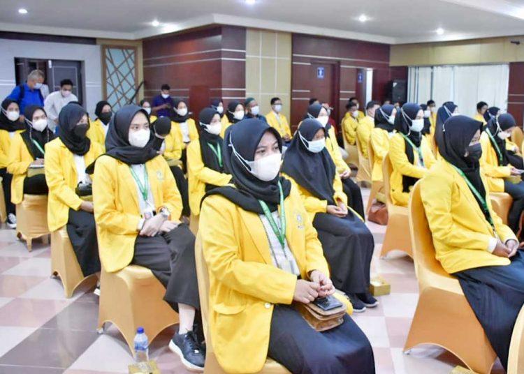 MAHASISWA dan mahasiswi Fakultas Pertanian Universitas Sriwijaya (Unsri) melaksanakan magang membina desa di Kabupaten Musi Banyuasin. (foto fornews.co/humas pemkab muba)