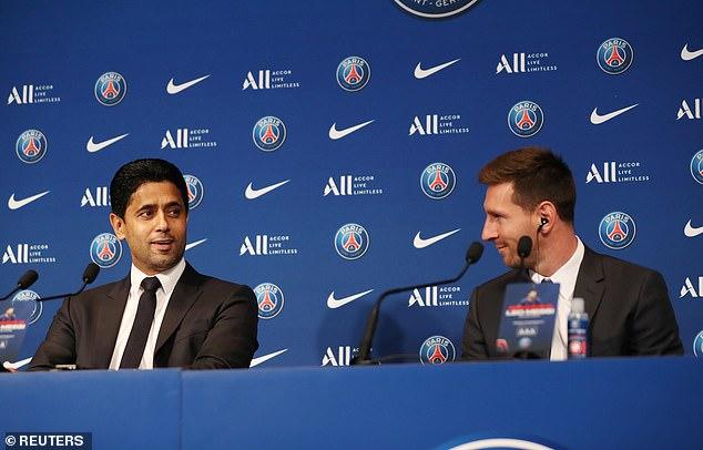 Presiden PSG, Nasser Al-Khelaifi bersama Lionel Messi, saat memberikan keterangan pers kepada media, Rabu (11/8/2021). (fornews.co/ist)