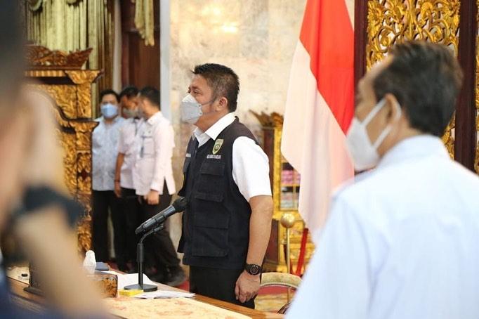 Gubernur Sumsel, Herman Deru, saat membuka lokakarya pendidikan berkualitas dan terjangkau untuk mencetak tenaga medis yang kreatif, inovatif dan mandiri, secara virtual di Griya Agung Palembang, Rabu (9/9/2021). (fornews.co/humas pemprov sumsel)