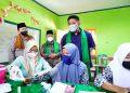 Gubernur Sumsel Herman Deru dan Kapolda Sumsel Irjen Pol Drs Toni Harmanto, menyaksikan langsung santri di Ponpes SMB II melakukan vaksinasi, Rabu (21/9/2021). (fornews.co/humas pemprov sumsel)