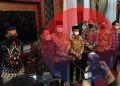 Gubernur Sumsel, Herman Deru didampingi Plt Bupati Muba Beni Hernedi, saat memberikan keterangan pers di Griya Agung, Minggu (17/10) malam. (fornews.co/sidratul muntaha)